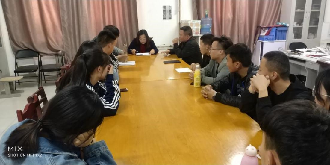 电子信息工程系举行本学期第一次学生代表座谈会