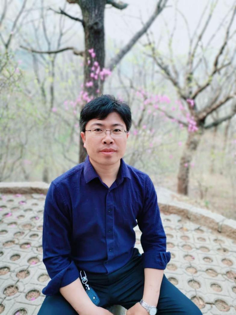 """远东学院教职工""""十佳标兵""""候选人—徐西朋"""
